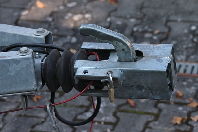 weight distributing hitch sway control